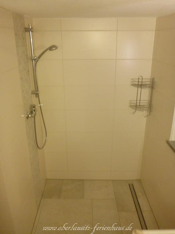 badezimmer mit ebenerdiger dusche latest ebenerdige dusche ein trend wird zur mode with. Black Bedroom Furniture Sets. Home Design Ideas